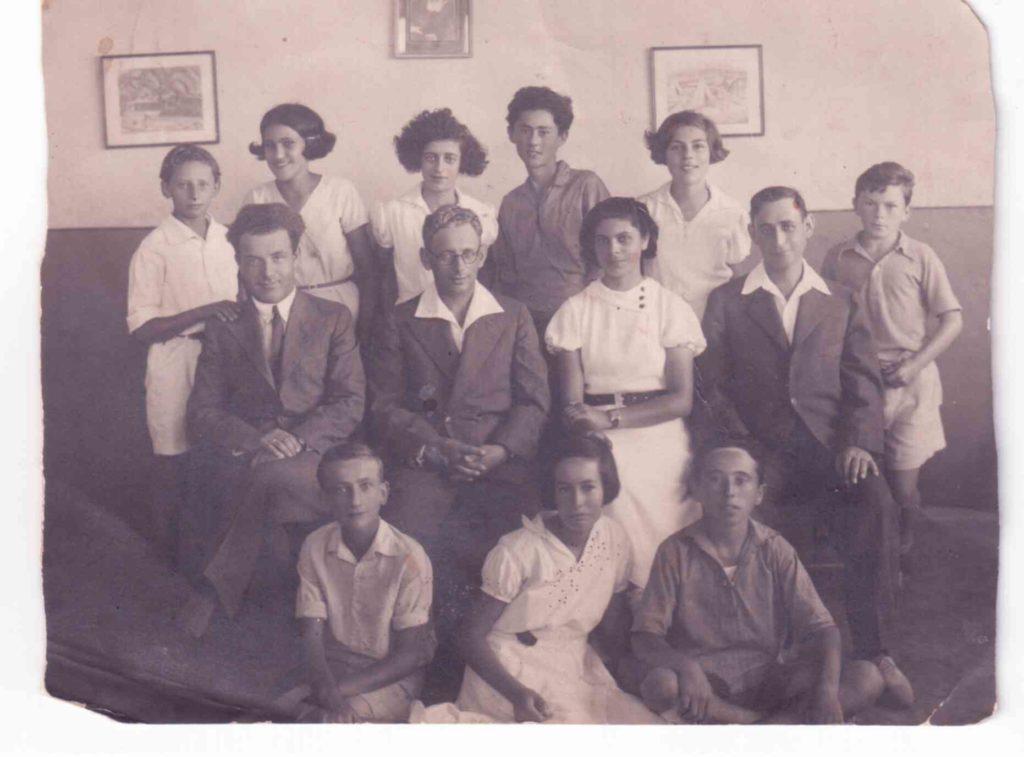 אהרון ואביו המורה משה דוד מגד 1933