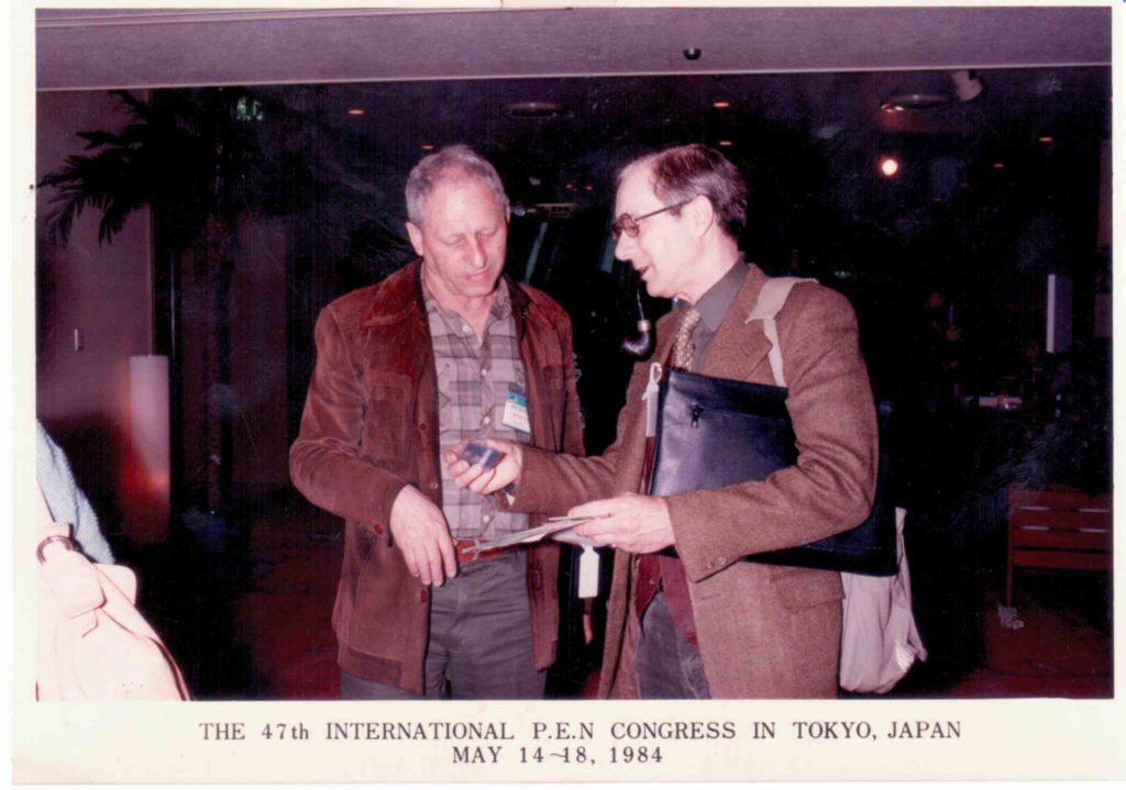 אהרון עם הסופר אלן סיליטו 1984 ביפן