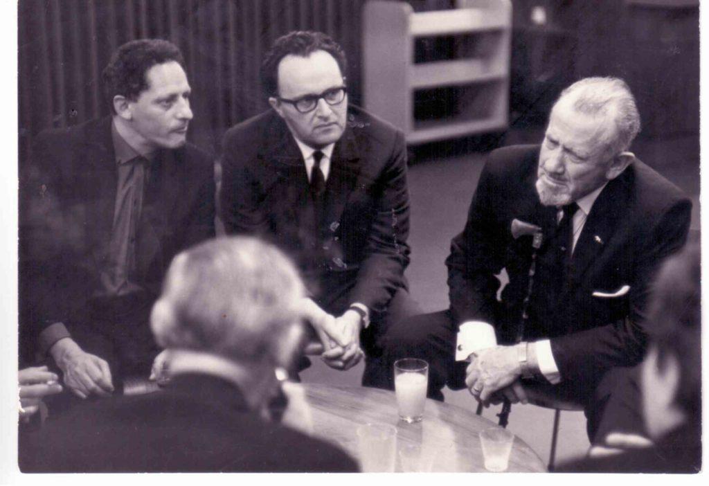אהרון עם הסופר סטינבק סוף שנות ה-60