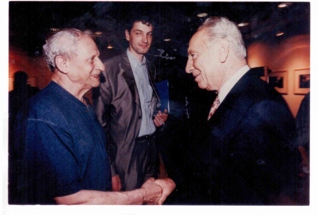 1999אהרון עם פרס ביריד הספרים